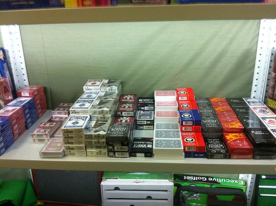 Фото склада наборов для покера 01
