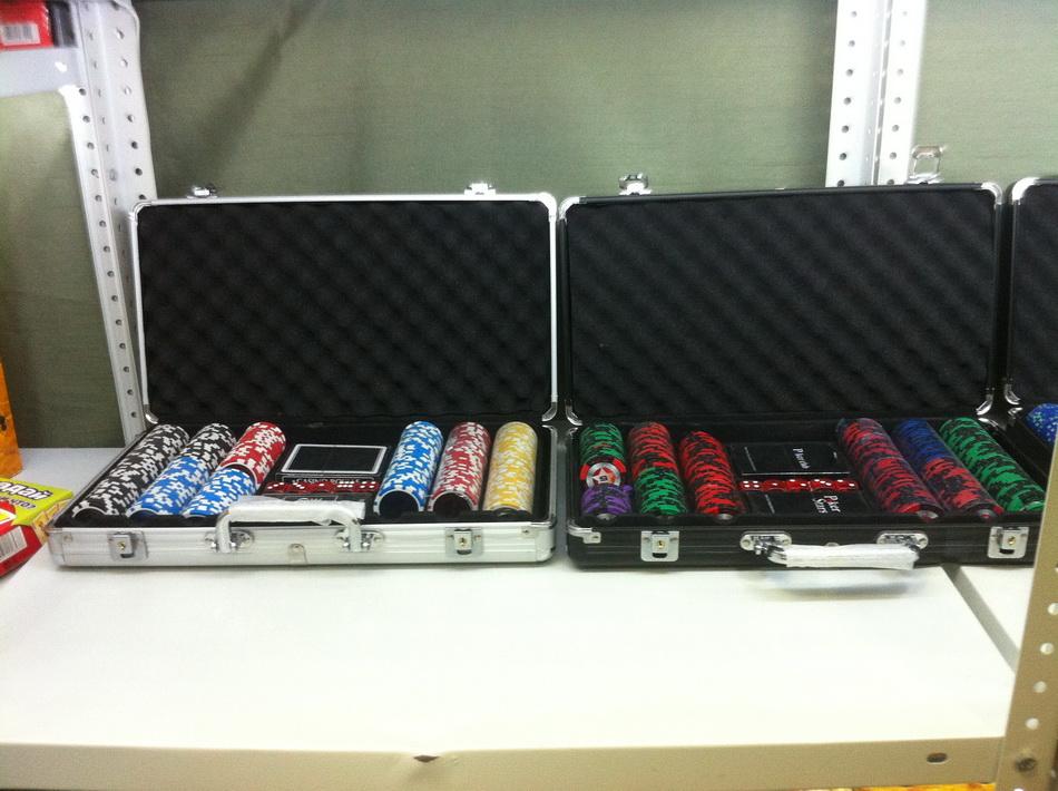 Фото склада наборов для покера 06