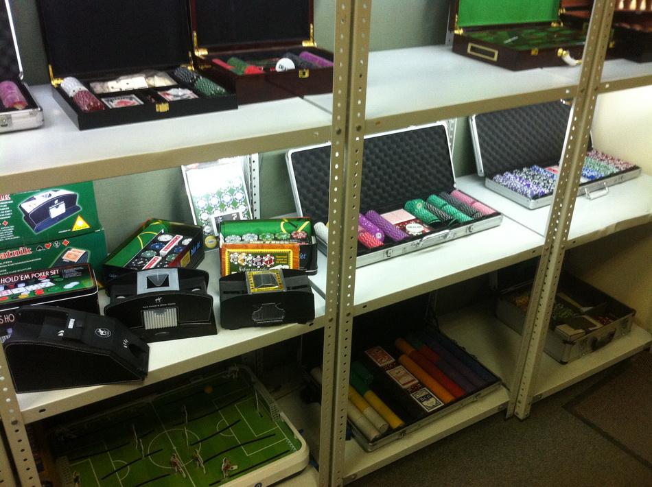 Фото склада наборов для покера 10